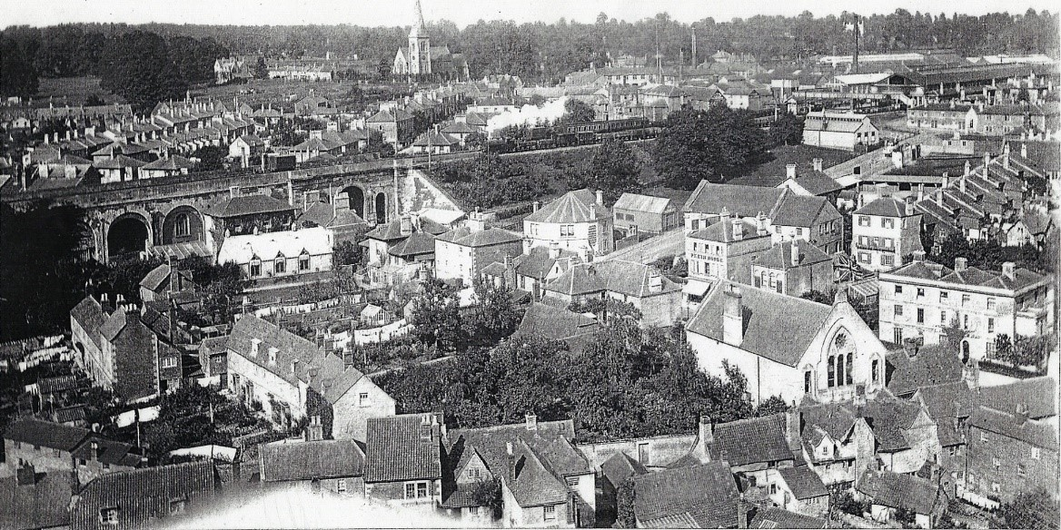 Black and white aerial photograph of Chippenham showing the arches, New Road and Station Hill