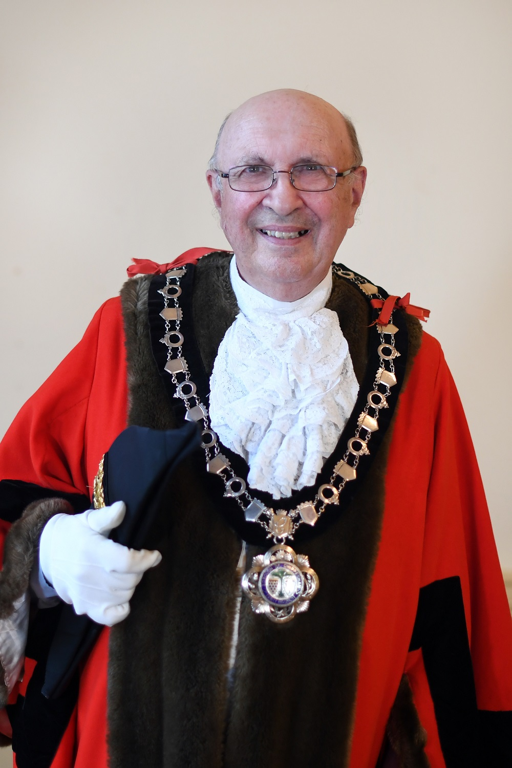 Mayor of Chippenham 2021/22 Councillor John Scragg in his official mayoral robe and chain